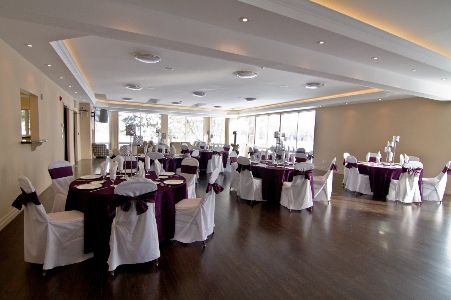 wedding and banquet room Shoreview community center offers elegant banquet rooms and outdoor pavilion are perfect for weddings, ceremonies, receptions, dinners and dances.